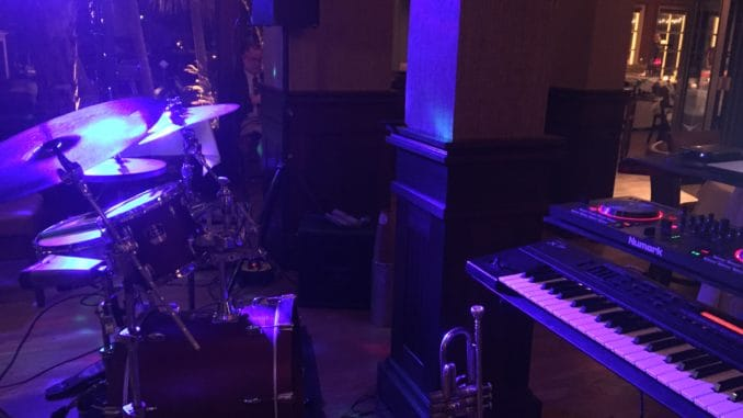 Xpresso Party Band-DJ P-LO combine perfect music-Holiday Party!